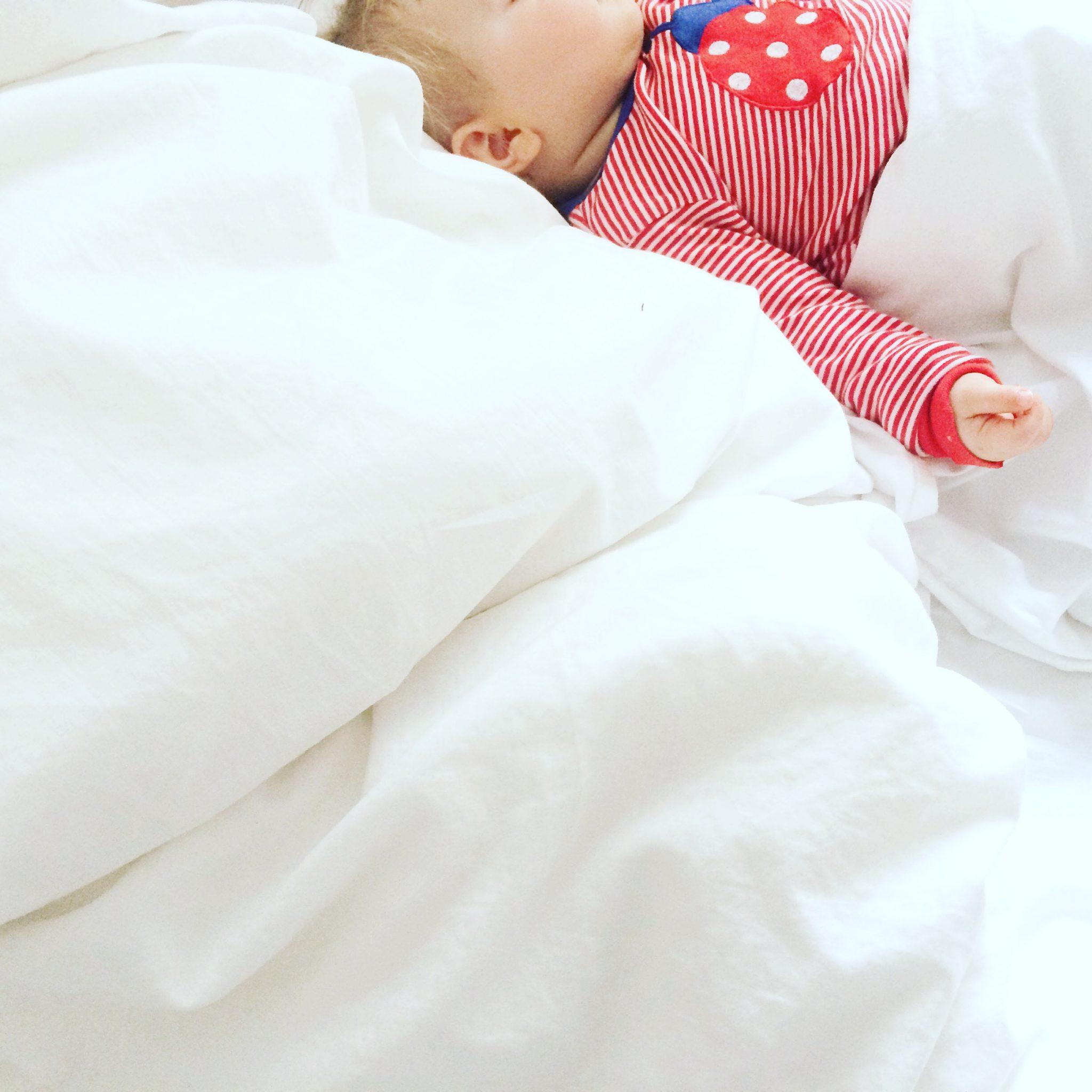 schluss mit dauerschnuckeln schlaftraining f rs baby sarahplusdrei. Black Bedroom Furniture Sets. Home Design Ideas