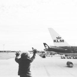 Die geballte Kinderunfreundlichkeit schlägt uns entgegen – Fliegen mit Baby