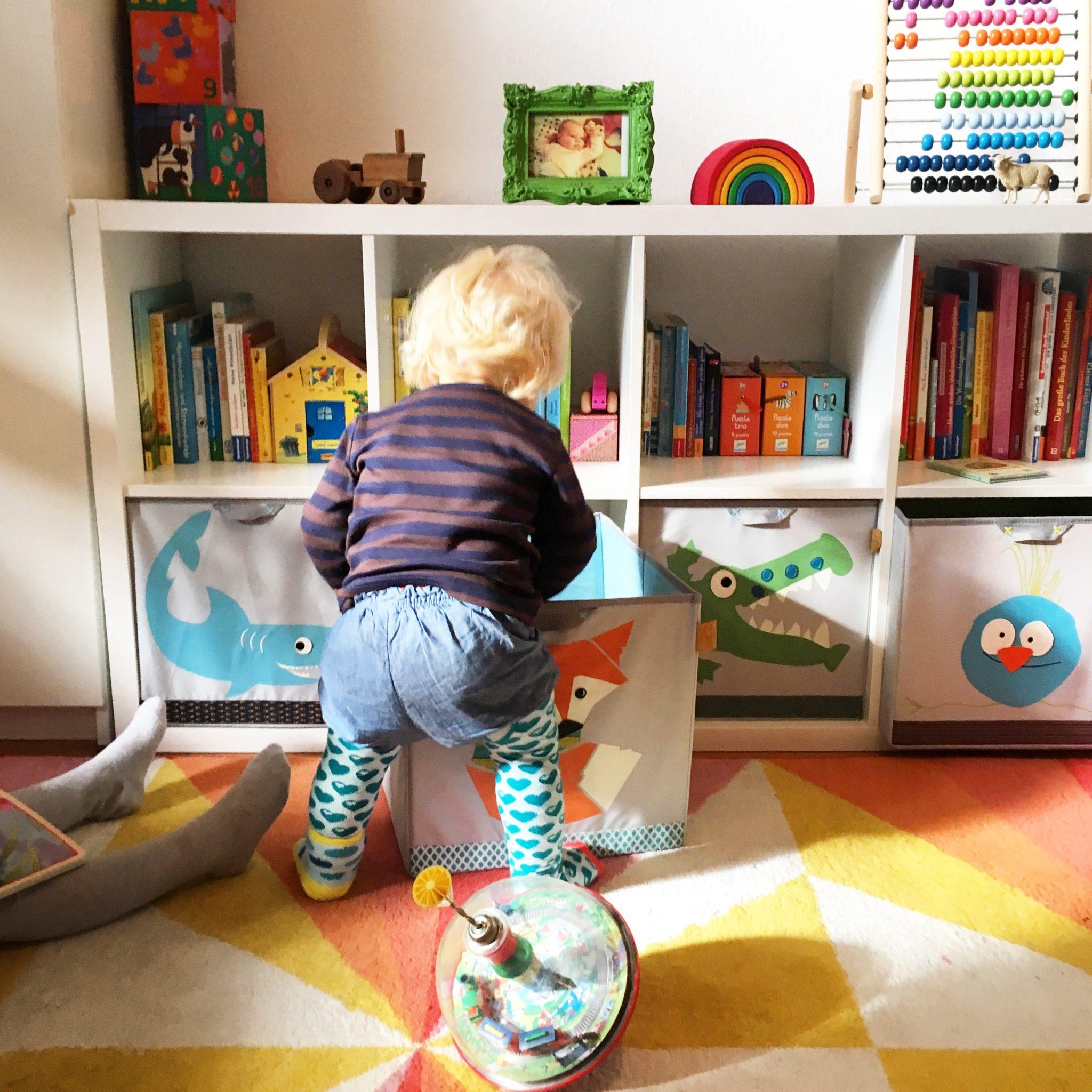 aufraeumen mit kindern laessig system1 sarahplusdrei. Black Bedroom Furniture Sets. Home Design Ideas