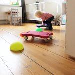Einfach tolles Kinderspielzeug  - ein Flugzeug, ein Zug oder doch ein Rollbrett?