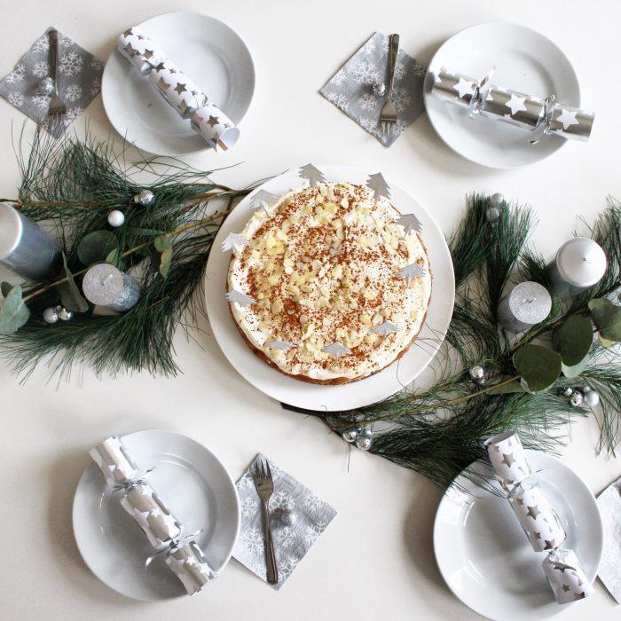 weihnachtliche-tischdekoration-bratapfel-torte-weihnachts-dessert