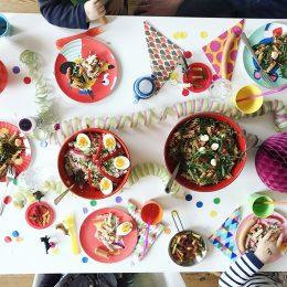 Kunterbunte Karnevalsparty mit sau leckerem Nudelsalat