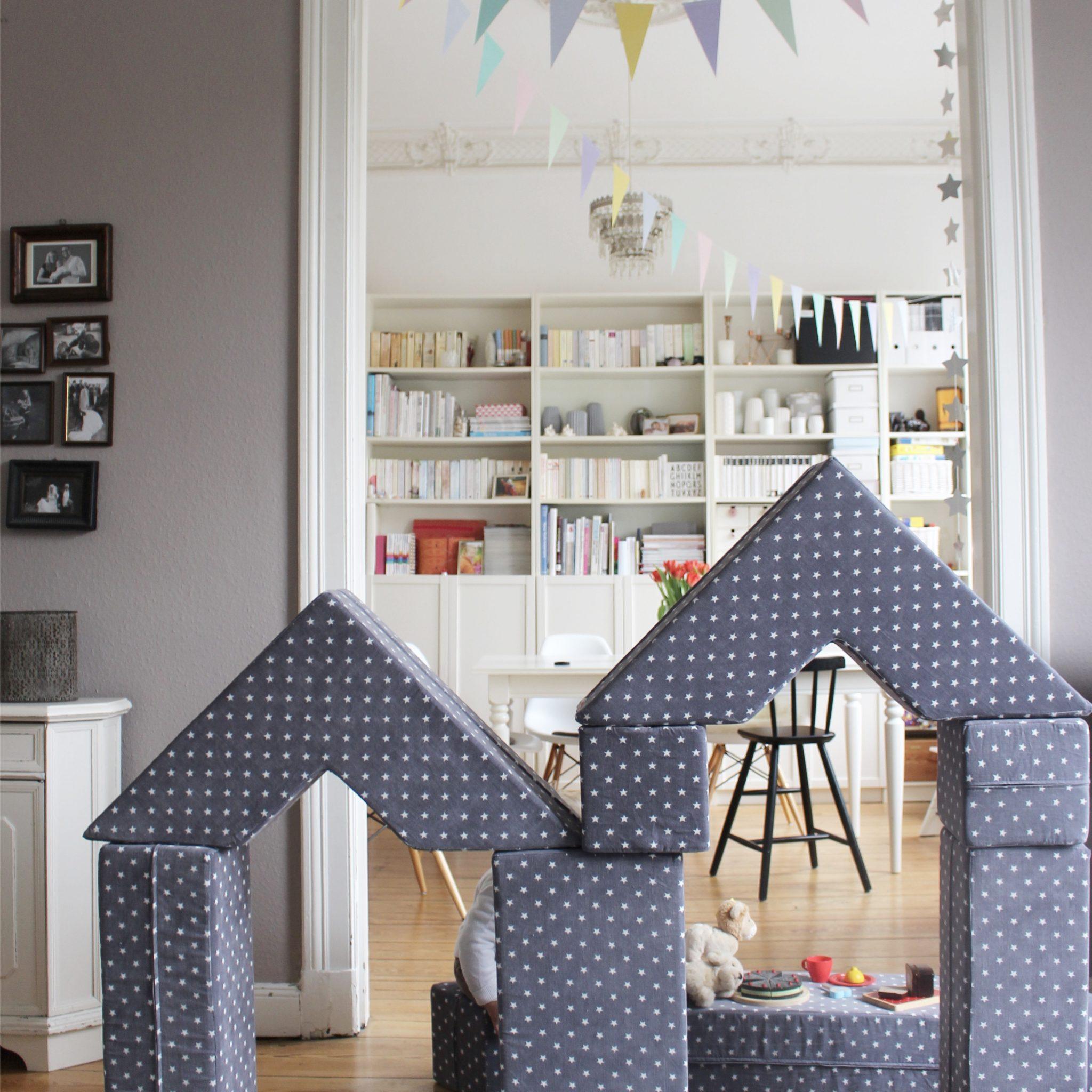bude tisch stuhl balancierstange tunnel ja wir. Black Bedroom Furniture Sets. Home Design Ideas