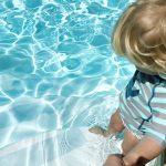 Mit Kindern in die Sonne: der richtige Schutz & schöne Badesachen