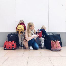Zwei Kleinkinder, ein Billigflieger und ich – alleine – Tipps fürs Fliegen mit Kindern