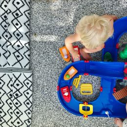 Spielideen für den Balkon – oder: Spaß ist in der kleinsten Hütte