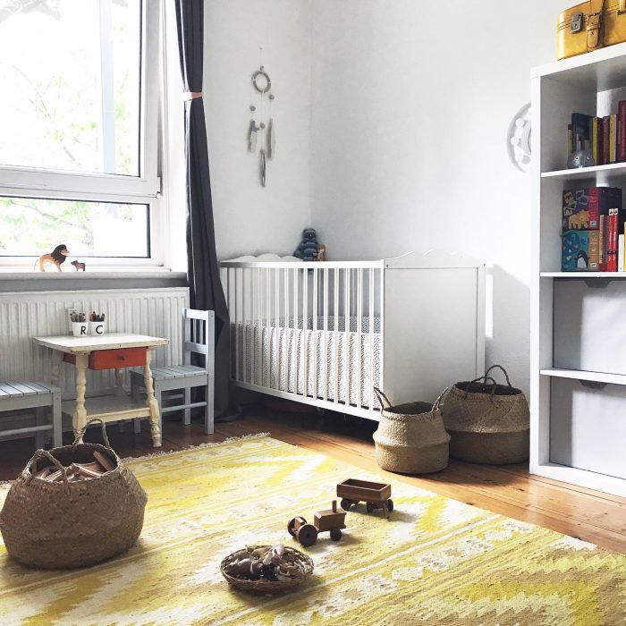 Kinderzimmer Kinderbett Regal Tisch
