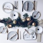 1. Adventsverlosung: Weihnachtstisch mit Kindern - Geschirr von Lässig für euch