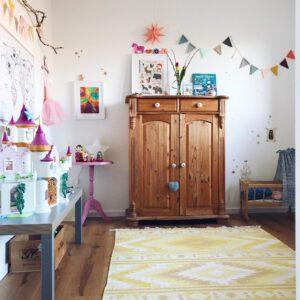 Kreatives Kinderzimmer – Platz zum Malen und Basteln
