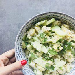 Rezept für sommerlichen Gurken-Kartoffelsalat mit Senf-Schmand-Sauce