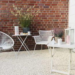 Unsere Garten-Lounge: einfach angelegte Kies-Terrasse & Chill-Out Einrichtung