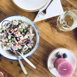 Krabbensalat mit Gurke und Apfel – leicht und lecker!